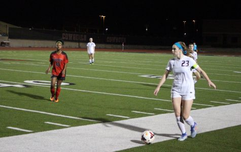 Despite flat start, Cowgirls surge for dominant win