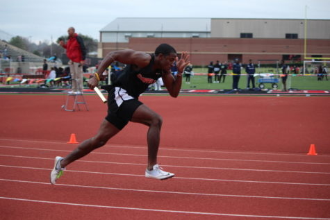 Despite dreary conditions, seniors lead way to successful home meet