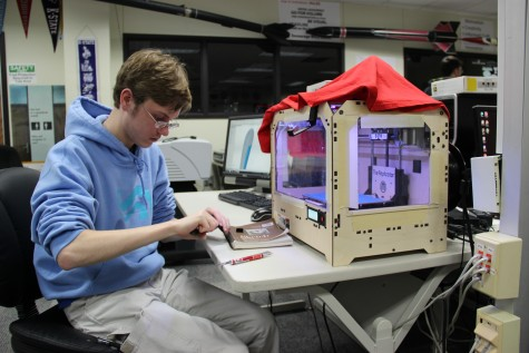 Senior Gunnar Schmidt works with a gear he printed for a project. Photo by Sandy Iyer.