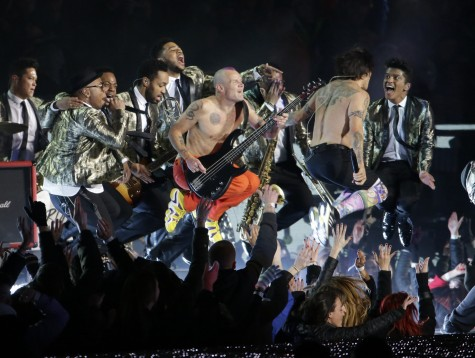 Super Bowl XLVIII halftime show satisfies during lackluster game