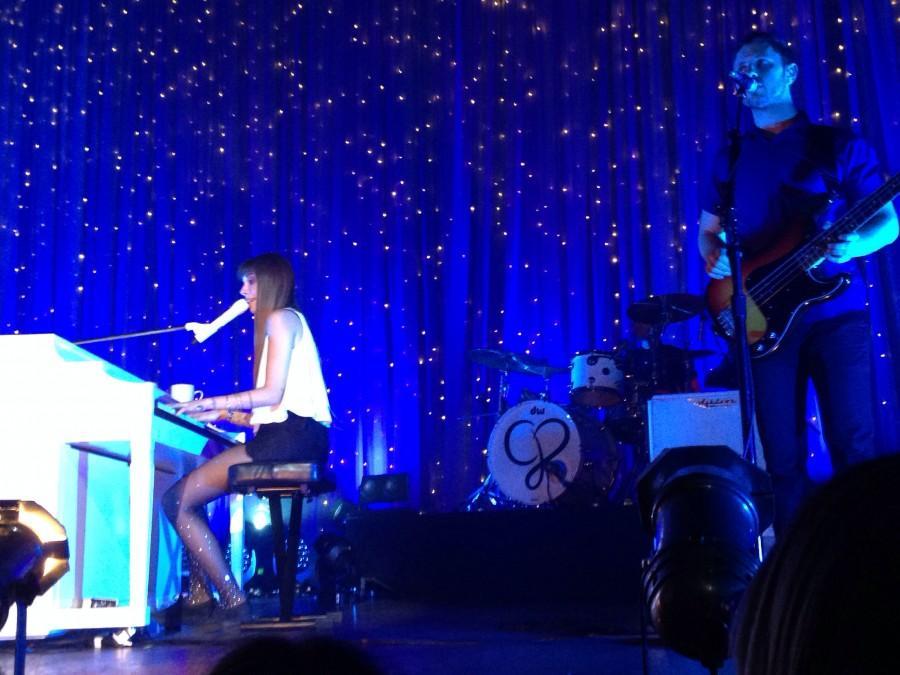 Perri, Birdy put crowd under musical love spell