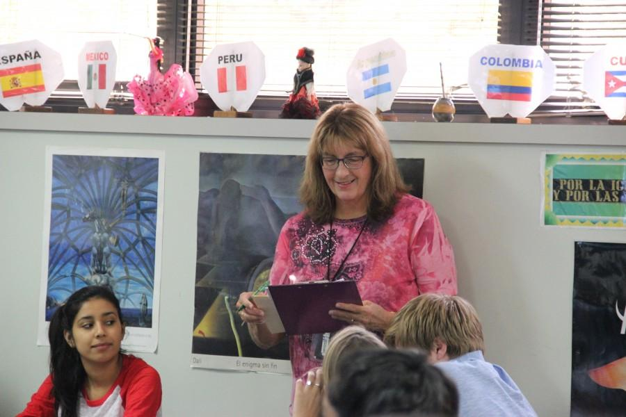 Whiting corrects a students paper as she teaches her students about spanish verbs. Photo by Nicole Messer.