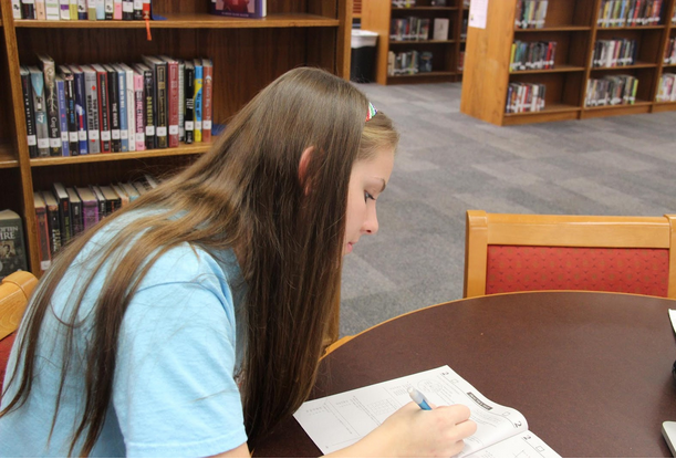 Junior Lauren Milam takes a practice PSAT during lunch. Photo by Pranathi Chitta.