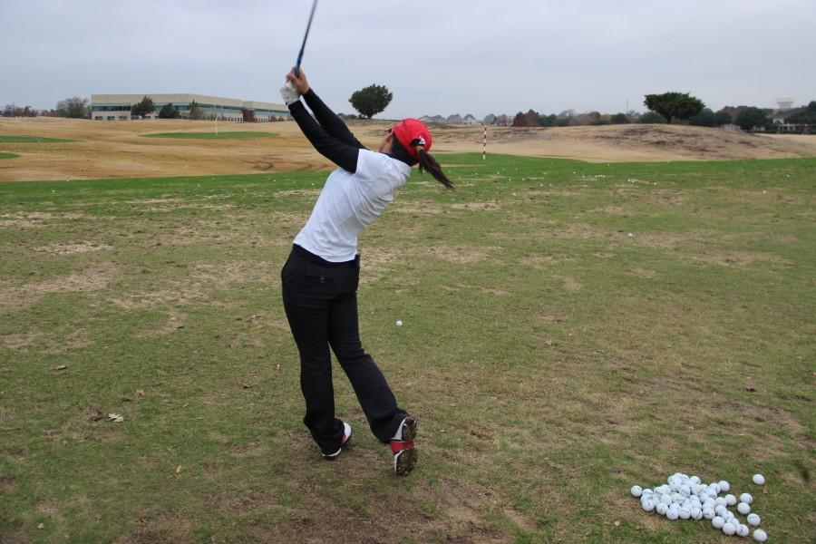 Senior+Sol+Lee+perfects+her+golf+swing+during+practice+at+Hackberry+Creek+on+Dec.+3.+Lee+practices+an+hour+to+two+hours+everyday.+