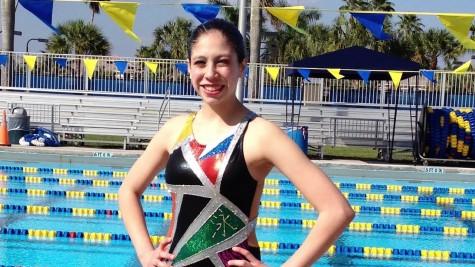 Lili Lomas pursues synchronized swimming