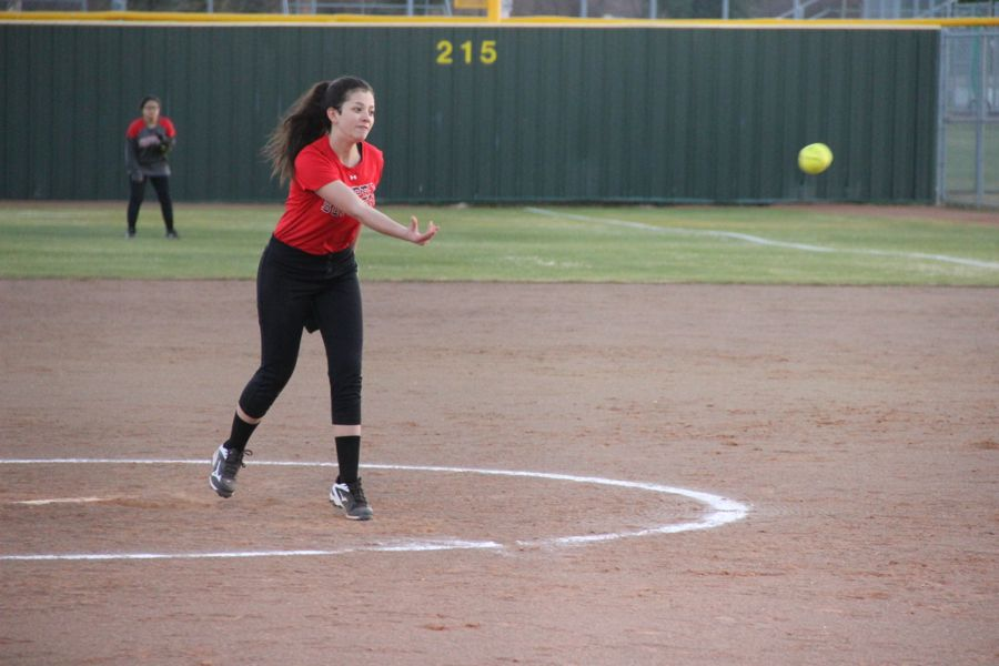 Coppell+High+School+freshman+Emily+Heffernan+pitches+the+ball+the+opponent+team+player.+Coppell+JV+II+scrimmaged+against+Allen+at+the+Coppell+ISD+baseball%2Fsoftball+complex%0Aon+Monday.%0A