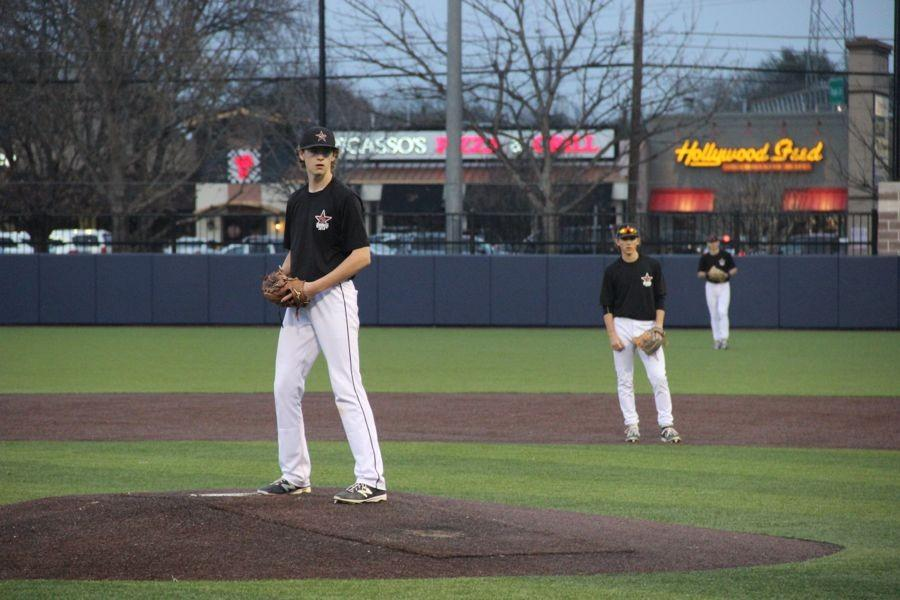 Coppell+High+School+sophomore+Rye+Gunter+pitches+during+the+first+inning+on+Monday+night.+Jesuit+beat+Coppell%2C+11-10%2C+at+the+Jesuit+High+School+baseball+fields+in+Dallas.%0A