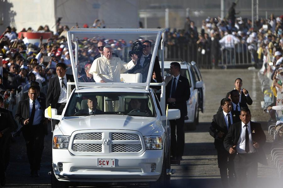 Pope+Francis+arrives+for+afternoon+mass+in+Juarez%2C+Mexico%2C+on+Wednesday%2C+Feb.+17%2C+2016.+%28Max+Faulkner%2FFort+Worth+Star-Telegram%2FTNS%29