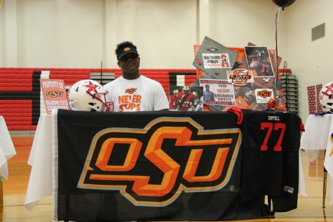 Coppell senior football player Dylan Galloway signs his letter of intent to play football at Oklahoma State University. Galloway started at left tackle for the Cowboys this last season. Photo by Mallorie Munoz.
