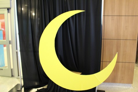 Decorations such as a large crescent moon are set up in the hall of the South Irving Library to advertise Marissa Meyer's popular young adult novels, The Lunar Chronicles. Meyer came to Irving on Saturday to speak to fans about her new novel, Stars Above, which is a collection of short stories based on The Lunar Chronicles. Photo by Kelly Monaghan.