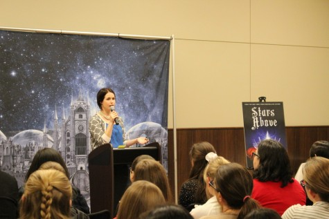 Young adult novelist Marissa Meyer answers audience questions during the Q&A portion of her visit to the South Irving Library. Meyer came to Irving on Saturday to speak about her newest novel, Stars Above, which is set in the same world as her popular series, The Lunar Chronicles. Meyer also announced that she will be writing graphic novels based on The Lunar Chronicles in the upcoming months. Photo by Kelly Monaghan.