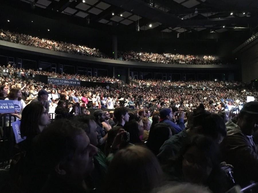 The crowd awaiting the Bernie Sanders rally in Grand Prairie. Photo by Nicolas Henderson.