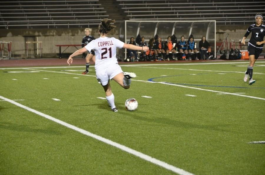 Coppell+High+School+junior+Tori+Teffeteller+prepares+to+kick+the+soccer+ball+last+Friday+at+Buddy+Echols+Field.+The+Varsity+Coppell+Cowgirls+won+4-1+against+Haltom.