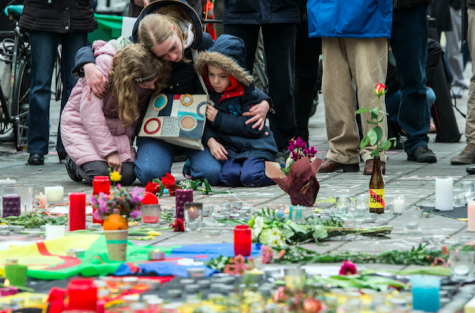 A woman and her children mourn in front of the stock exchange at Place de la Bourse on March 23, 2016 in Brussels, Belgium. At least 30 people were killed and more than 180 have been injured in a new series of terror attacks that rocked Brussels. (Federico Gambarini/DPA/Zuma Press/TNS)