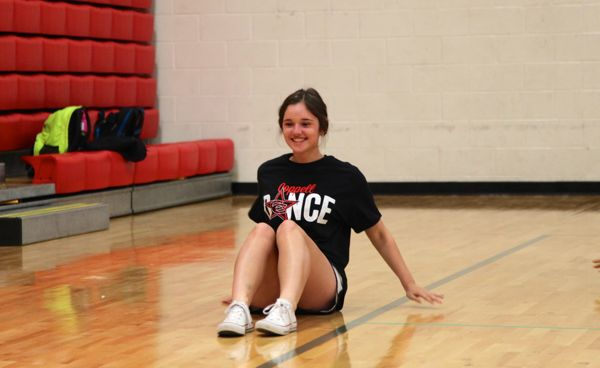 Coppell+High+School+sophomore+Claire+Wilson+performs+to++%E2%80%9CFlex%E2%80%9D+by+Rich+Homie+Quan++Monday+during+her+fifth+period+Dance+II+class.+Students+are+currently+learning+hip+hop+and+choreographing+dances+to+present+to+the+class.+