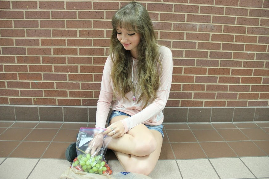 Junior Taylor Bond eats her lunch consisting of grapes and tomatoes during A lunch on Friday. Bond was on the Whole30 diet recently which eliminates processed foods, sugars, grains, and legumes and helps dieters to regain their healthy metabolism. Photo by Kelly Monaghan.