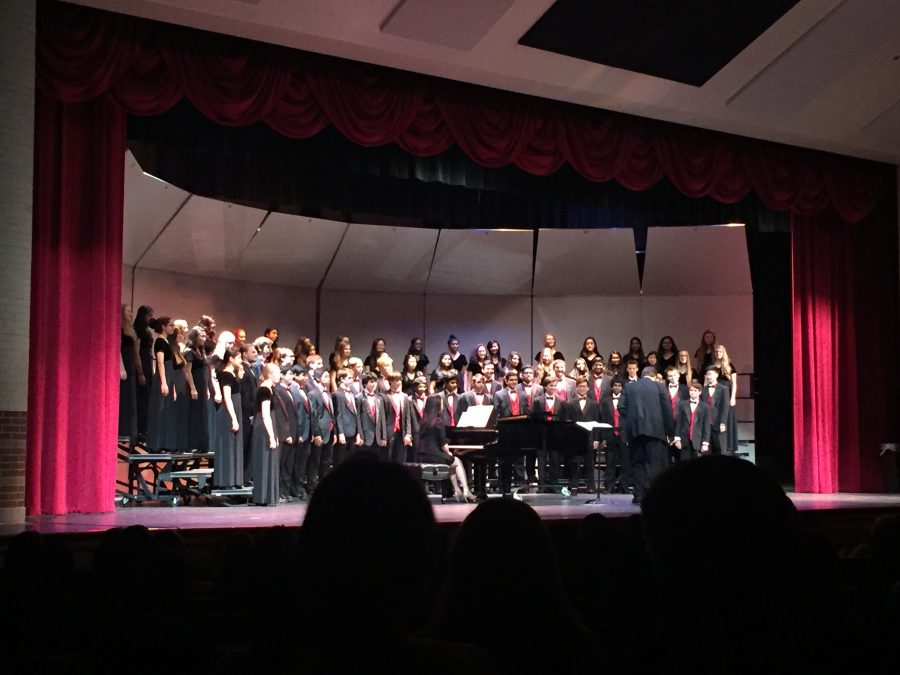 On October 4, the CHS choir program performed their annual Fall Concert in the auditorium. The concert featured performances from Bella Voce, Kantorei, A Cappella, and Men's Choir.