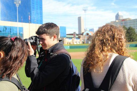One of the many student journalist attending the JEA/NSPA Fall National High School Journalism Convention takes pictures of Victory Field as a part of an interactive session hosted by John Scott of Roberts Camera on Friday morning. Student journalists from across the country gathered in Indianapolis from Nov. 10-12 to deepen their journalistic knowledge.