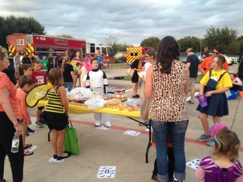 Hullababoo brings community together for early Halloween (with video)