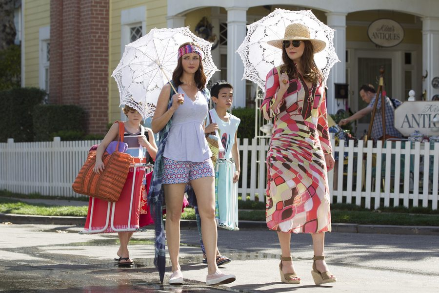 ALEXIS BLEDEL and LAUREN GRAHAM as Rory Gilmore and Lorelai Gilmore in