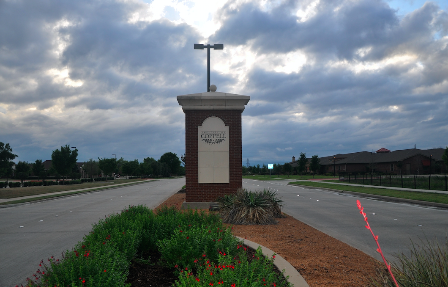 The Coppell welcome sign near Highway 121 on Sandy Lake Road. The signs mark the entrance to the city. Photo by Amelia Vanyo.