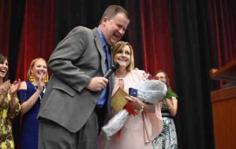 Top 5 percent graduating senior students recognized at award dinner