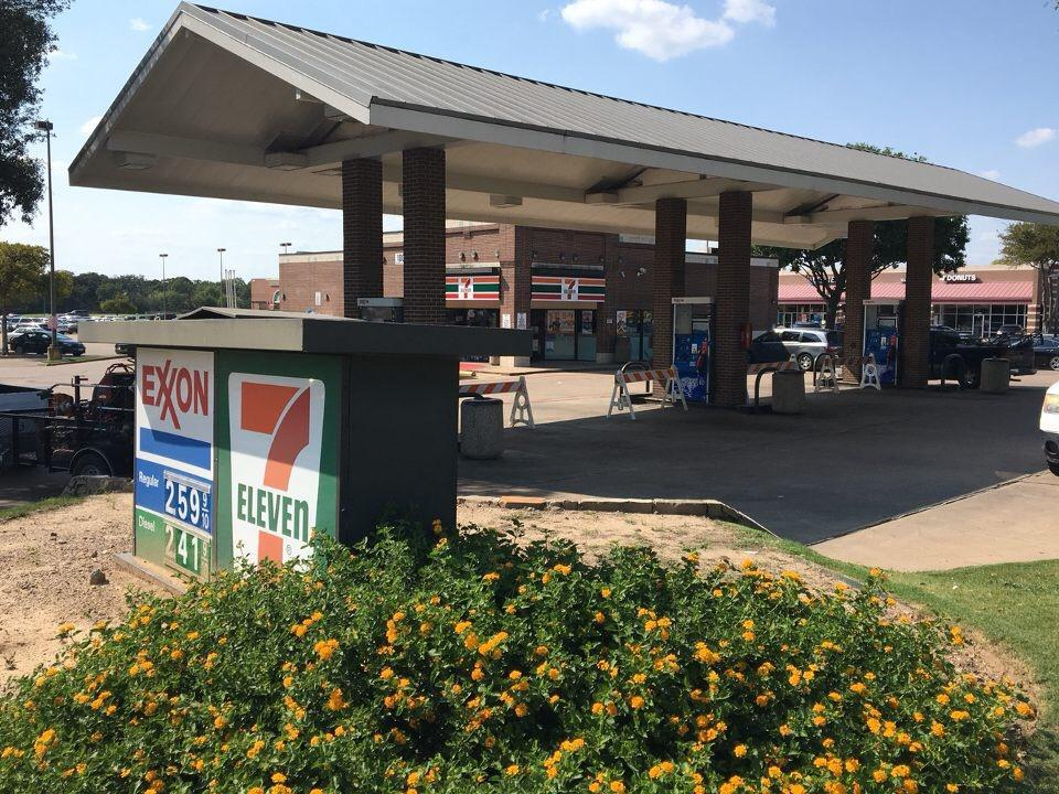 Like many other gas stations in Coppell, the 7 Eleven at Sandy Lake and Denton Tap Rd was shut down due to a sudden demand for oil that exhausted their supplies. With gas prices as high as $2.59 citizens are rushing to their nearby gas stations to fill up their vehicles. Photo by Akif Abidi.