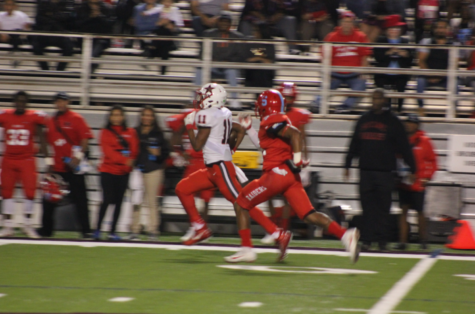 Passing game leads to fifth win of season against Lake Highlands