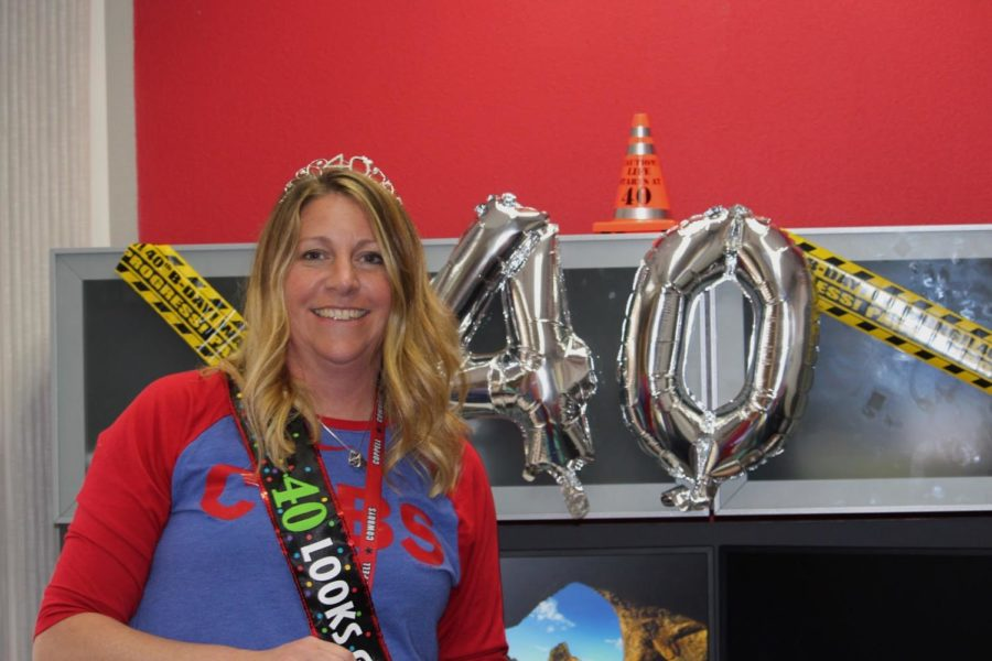 Coppell+High+School+Principal+Dr.+Nicole+Jund+celebrates+her+birthday+on+campus+with+students+and+staff.+While+her+birthday+is+today%2C+she+spent+time+with+students+and+staff+Thursday+before+the+long+weekend+began.