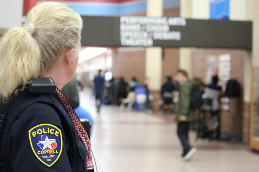 Coppell+High+School++++++++++Student+Resource+Officer+Diane+Patterson+looks+out+for+students+as+lunch+begins+today+during+sixth+period.+Having+security+officers+during+the+school+day+helps+to+protect+students+against+any+unexpected+violence.+