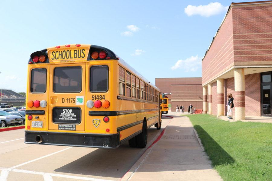 Coppell+High+School+opened+its+doors+to+students+on+Wednesday+for+the+first+day+of+classes.+Students+experienced+several+changes%2C+including+the+relocation+of+bus+loop+to+the+west+side+of+the+campus+near+the+field+house.+