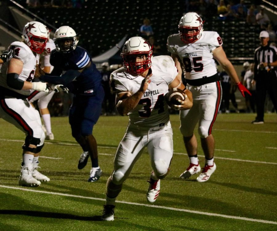 Coppell+High+School+senior+running+back+Ryan+Hirt+runs+past+Blue+Raiders+players+on+an+outside+run.+The+Cowboys+defeated+the+Blue+Raiders%2C+41-7.