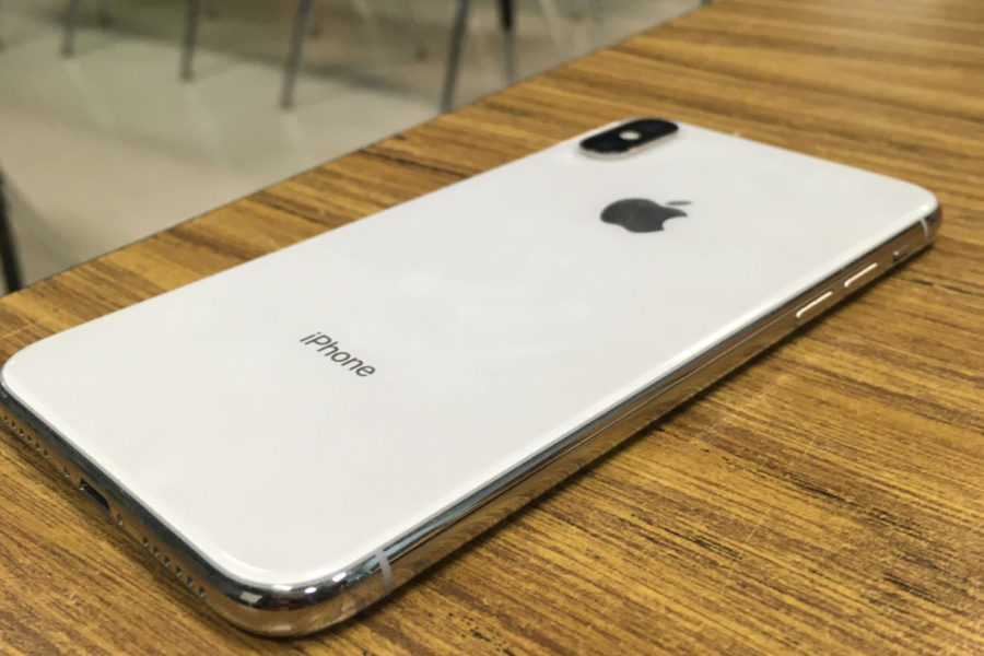 On Sep.15 the iPhone XS was released into the world. The successor to the iPhone X, the high end phone includes dual sim compatibility, a better processor and more advanced photography features.