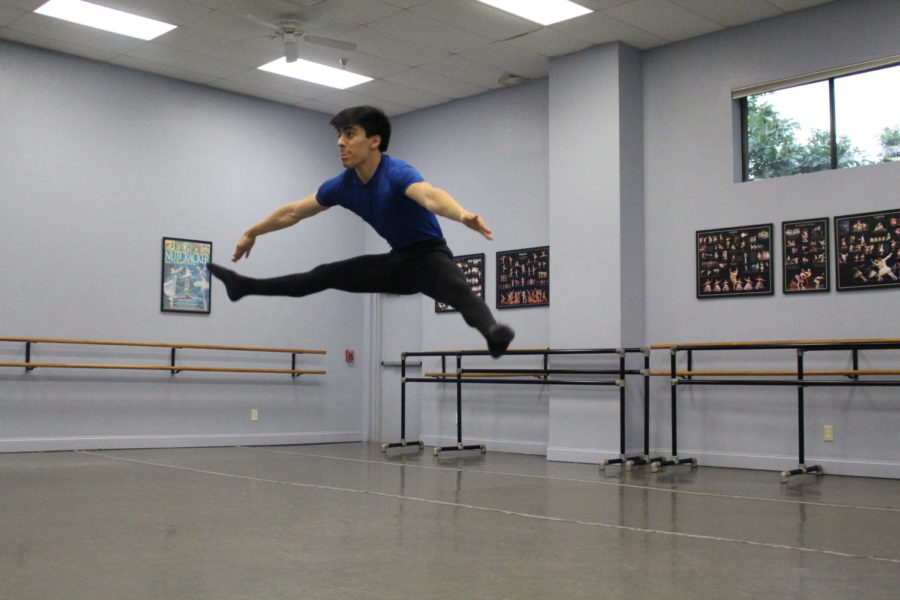 Coppell+High+School+senior+Andrew+Mares+warms+up+before+his+lesson+at+The+Ballet+Academy+of+Texas.+Mares+has+been+preparing+for+his+upcoming+performance+of+%E2%80%9CThe+Nutcracker%E2%80%9D+in+late+November.