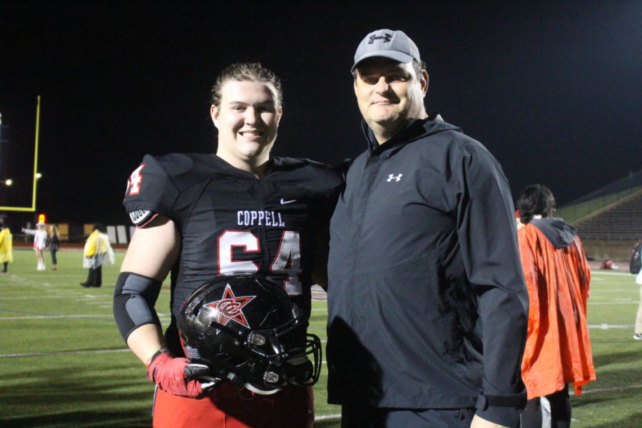 Coppell+senior+offensive+lineman+Trevor+Stange+is+following+in+father%E2%80%99s+footsteps+to+play+college+football+at+Kansas+State.+Russ+Stange+played+at+Kansas+State+from+1987+to+1988.+