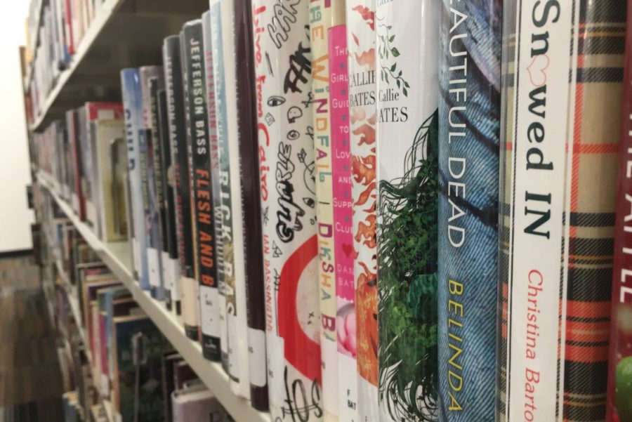 Books+line+shelves+at+the+Cozby+Library+and+Community+Commons+on+Nov.+14.+Throughout+November%2C+the+Cozby+Library+is+holding+several+small+events%2C+many+of+them+involving+books.+