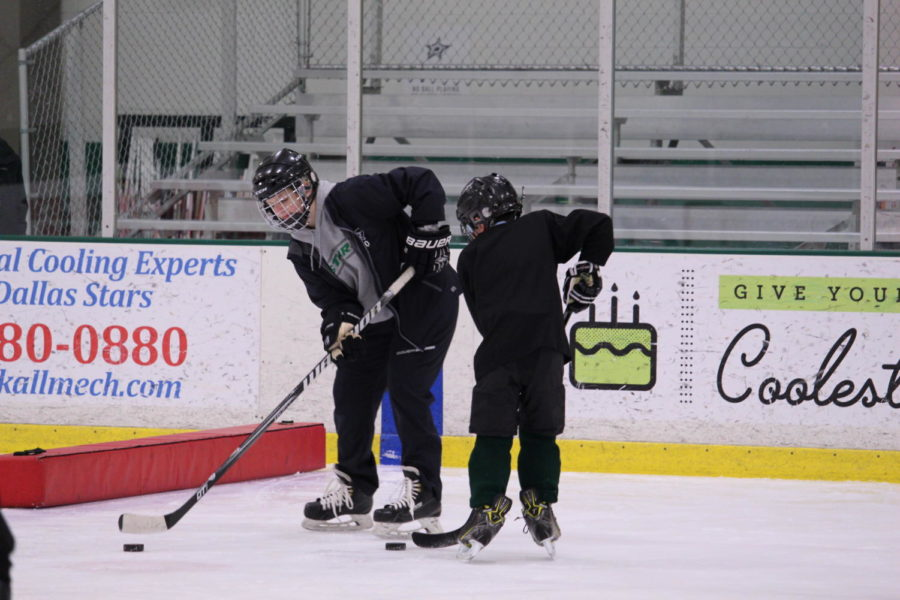Coppell+High+School+sophomore+goaltender+Romy+Thibeault+helps+Junior+Rookies+at+Dr+Pepper+StarCenter+in+Farmers+Branch+on+Nov.+13.+Thibeault+works+at+the+Dr.+Pepper+StarCenter+where+she+coaches+the+Junior+Rookies%2C+a+group+of+both+boys+and+girls+ages+9-14%2C+bringing+her+signature+personality+to+the+rink.
