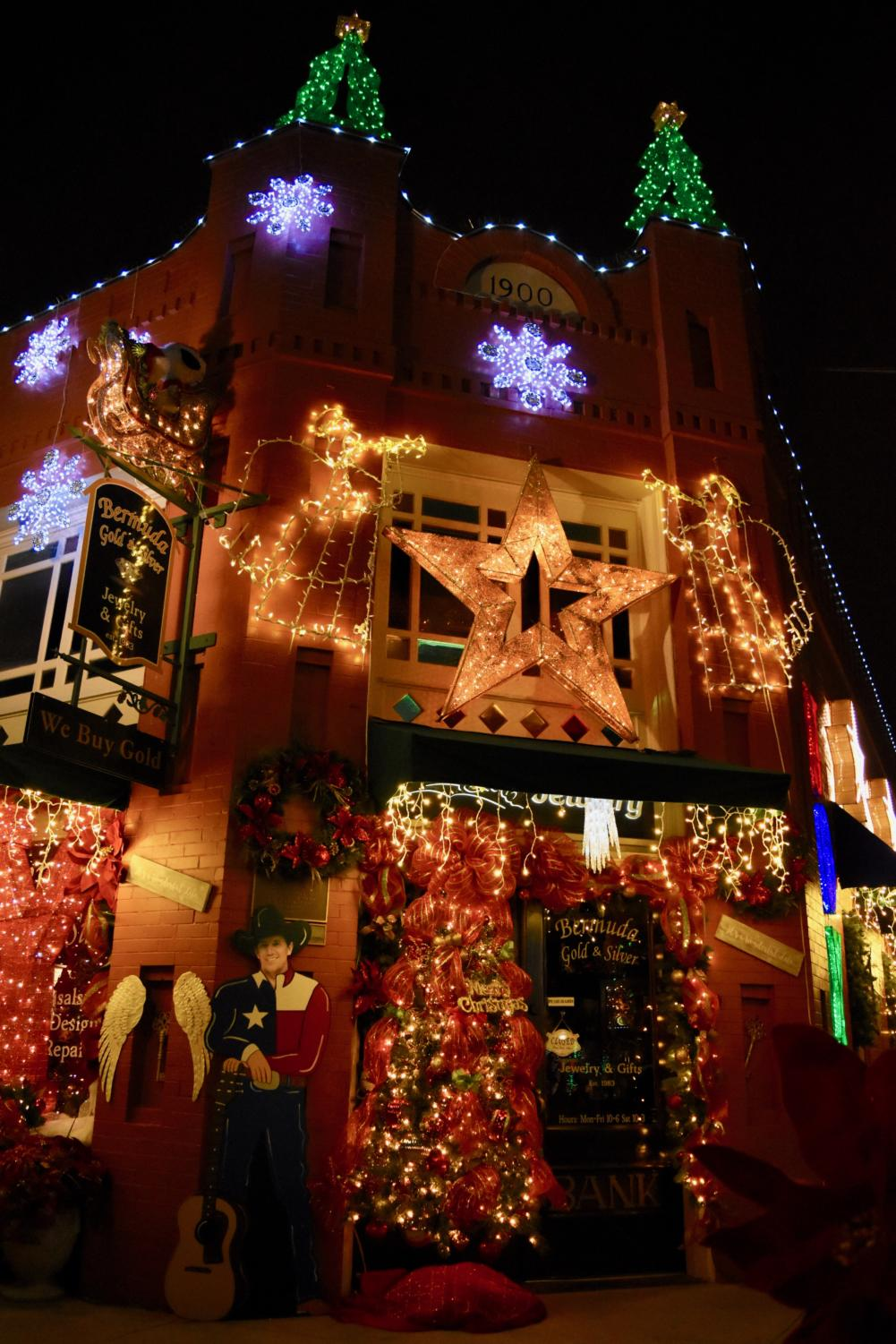 The+Bermuda+Gold+and+Silver+jewelry+shop+in+Grapevine+glitters+with+Christmas+lights+as+store+owners+have+spent+hours+decorating+their+storefronts+to+celebrate+the+holiday+season.+Grapevine+is+known+for+its+name+%E2%80%9CThe+Christmas+Capital+of+Texas%E2%80%9D+for+their+annual+decorations%2C+parade%2C+and+the+North+Pole+Express+train.