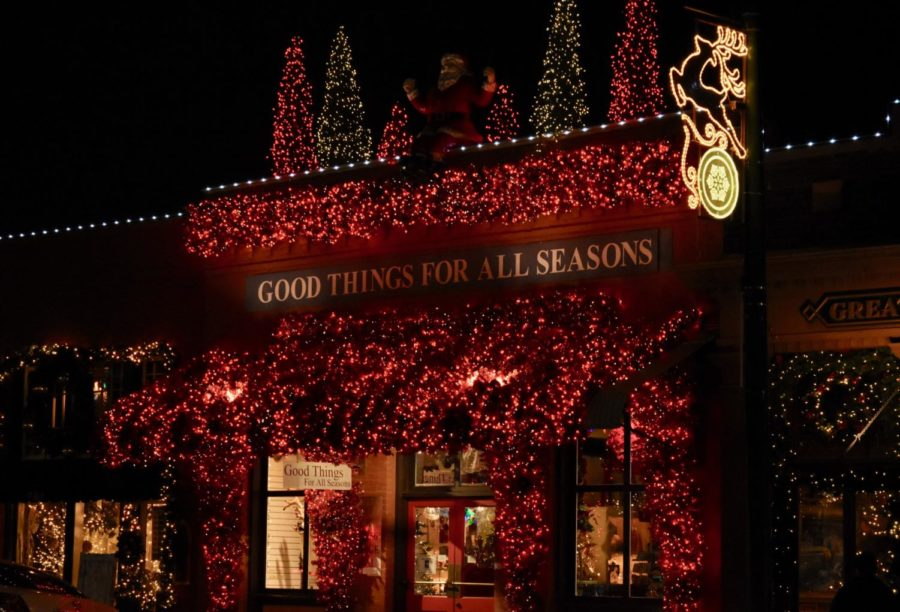 The+Good+Things+For+All+Seasons+storefront+on+Grapevine%E2%80%99s+Main+Street+sparkles+with+red+Christmas+lights+to+celebrate+the+holiday+season.+Grapevine+is+known+for+its+name+%E2%80%9CThe+Christmas+Capital+of+Texas%E2%80%9D+for+their+annual+decorations%2C+parade%2C+and+the+North+Pole+Express+train.%0A