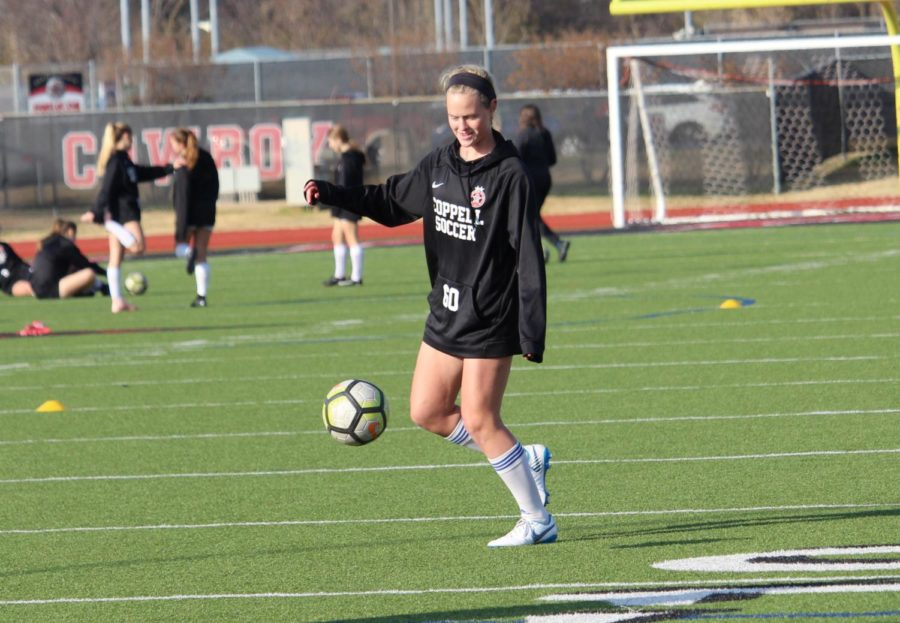 During eighth period, CHS9 defensive midfielder Bailey Peeks warms up for soccer practice on Dec. 5. After practicing with the Cowgirls JV1 team for a while, Peeks was the only freshmen who was moved up to varsity.