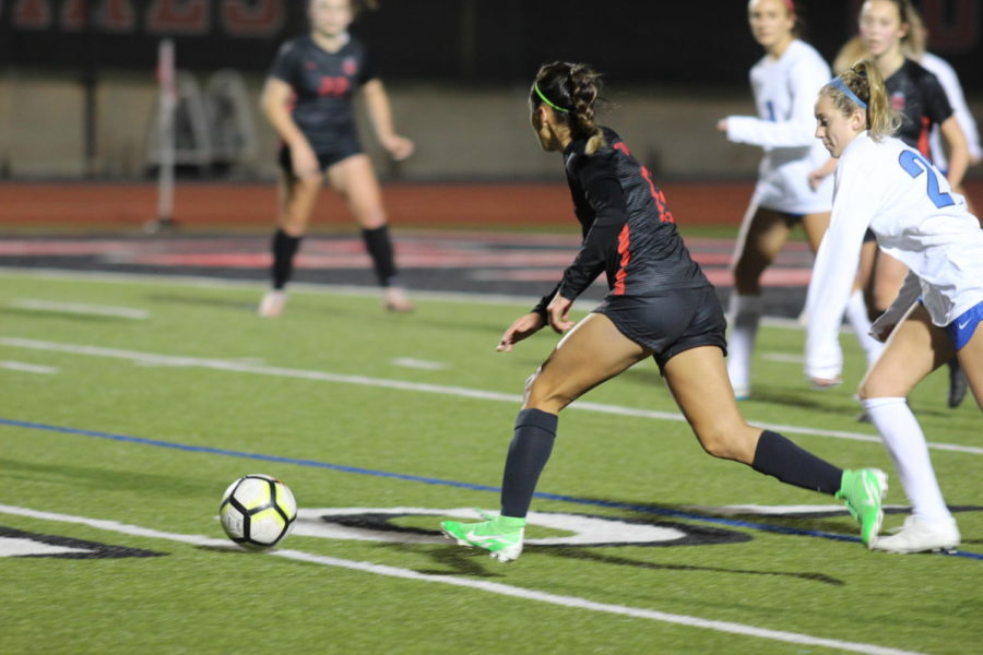 Coppell+sophomore+Jocelyn+Alonzo+dribbling+the+ball+across+the+field+against+Hebron+on+Jan.+25+at+Buddy+Echols+Field.+The+Cowgirls+won+again+Hebron+2-0.%0A