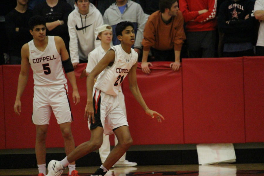 Coppell+freshman+Ryan+Agarwal+keeps+an+eye+on+the+ball+on+Tuesday+Jan+22+at+CHS+arena.+The+Coppell+Cowboys+lost+to+the+Lewisville+Farmers+71-57.