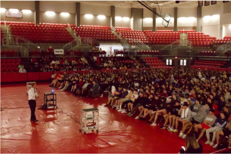 During fifth period on Tuesday, Deputy Criminal Chief and Assistant U.S. Attorney Rick Calvert gives a presentation to all CHS sophomores in the arena about the drug epidemic in Dallas. CHS students learn about how to avoid drugs and how addiction can affect people, especially at their age.