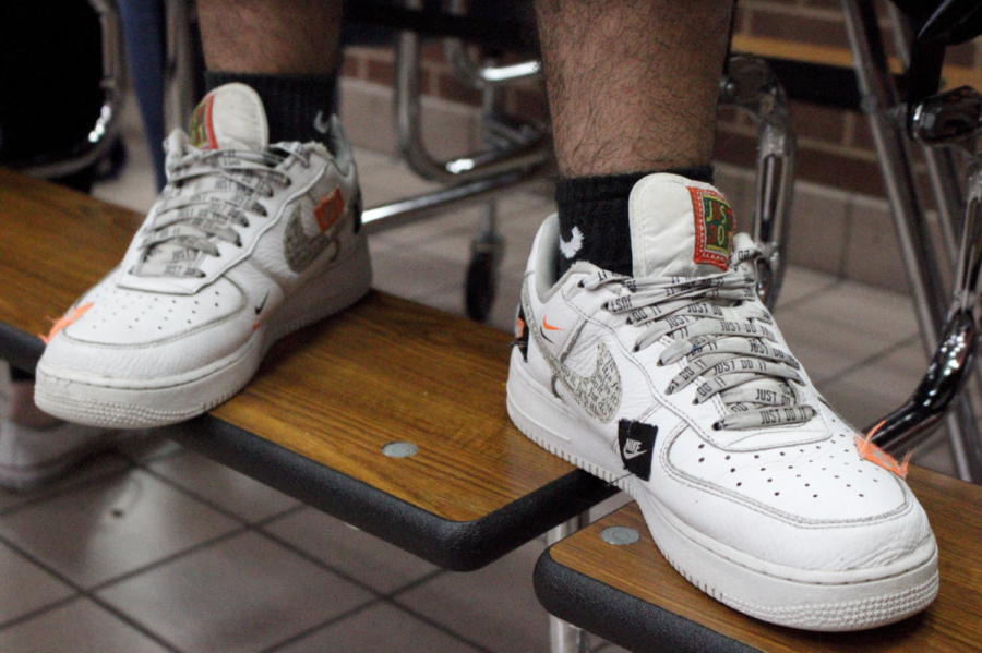 Coppell+High+School+junior+Josmar+Calderon+wears+Air+Force+1+Off+Whites+on+Tuesday.+Recently+at+CHS%2C+students+have+been+following+the+chunky+dad+sneaker+trend+seen+on+the+internet.