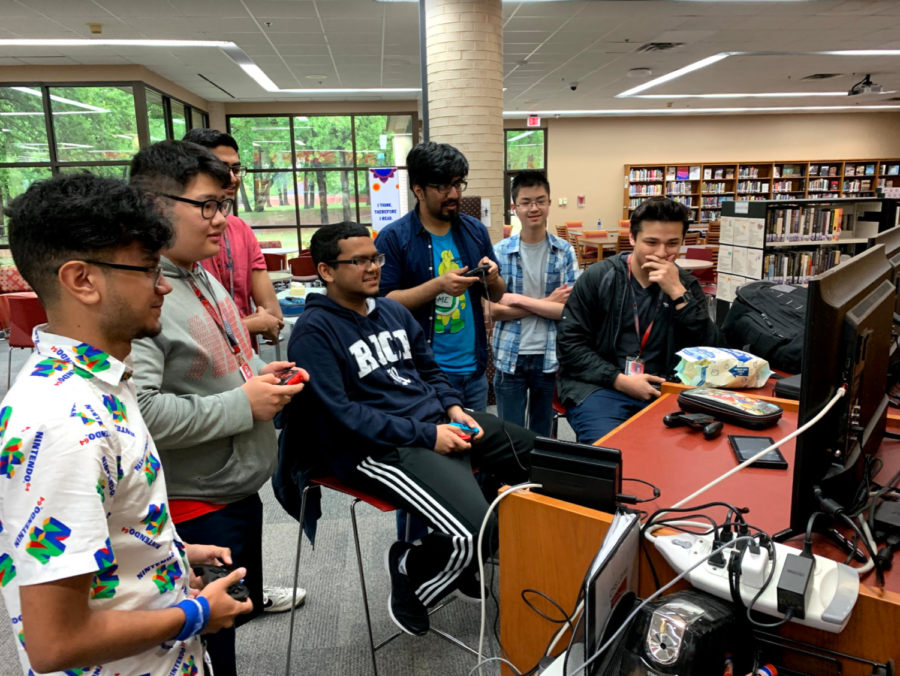 Coppell High School students play Super Smash Bros in the CHS library Thursday during B lunch. Many students use the library to hang out with friends, read books and work on homework throughout the day.