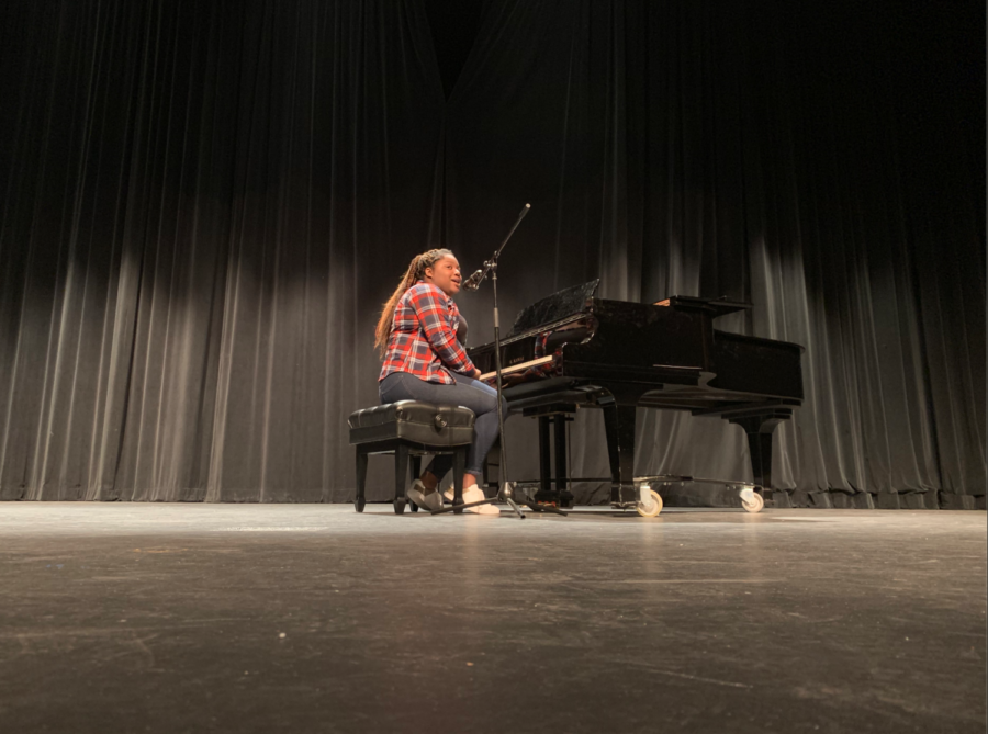 Coppell+High+School+junior+Mikiyah+Parker+sings+%E2%80%9CShe+Used+to+be+Mine%E2%80%9D+by+Sara+Bareilles+while+playing+the+piano+at+the+CHS+talent+show+in+the+auditorium+on+Saturday.+The+CHS+talent+show+allowed+students+to+show+off+their+skills+and+win+cash+prizes+by+placing+either+first+%28%24100%29%2C+second+%28%2450%29+or+third+%28%2425%29.+