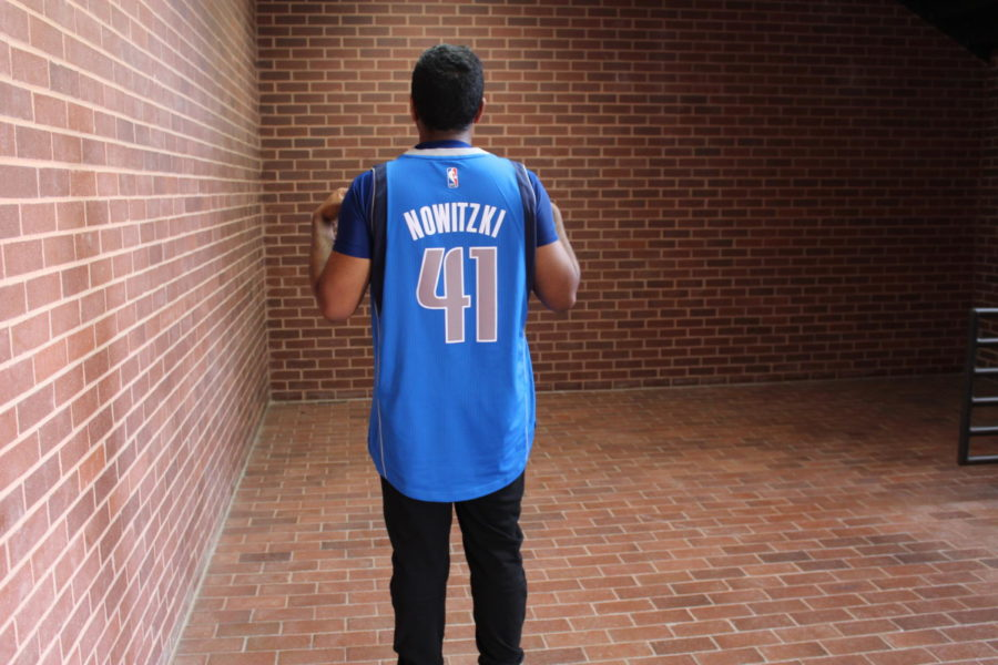 Coppell+High+School+senior+Amit+Benedict+mimics+Dirk+Nowitzki%E2%80%99s+signature+fade+away+shot+to+commemorate+the+player%E2%80%99s+21+seasons+with+the+Dallas+Mavericks.+Nowitzki+announced+his+retirement+Tuesday+in+a+sentimental+speech+to+the+crowd+at+the+American+Airlines+Center+following+the+Mavericks%E2%80%99+game+with+the+Phoenix+Suns.