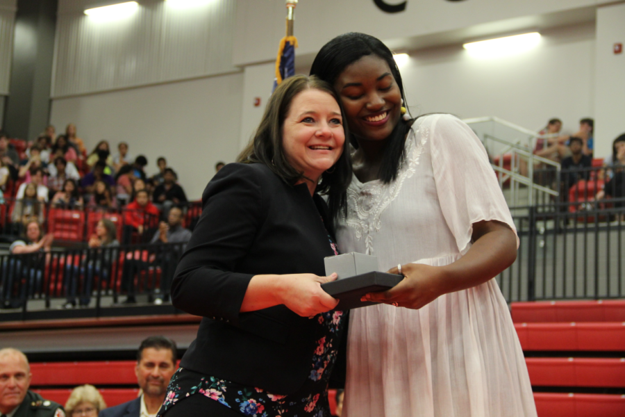 Coppell+High+School+senior+Peyton+Williams+is+awarded+Miss+CHS+by+CHS+associate+principal+Melissa+Arnold+at+the+class+of+2019+senior+awards+in+the+CHS+arena.+Yesterday%2C+CHS+students%2C+faculty+and+parents+were+invited+to+congratulate+this+year%27s+seniors+for+earning+awards+and+scholarships.+