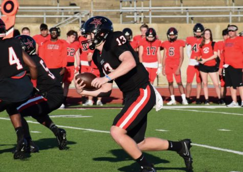 Late score lifts Black past Red in annual spring football game