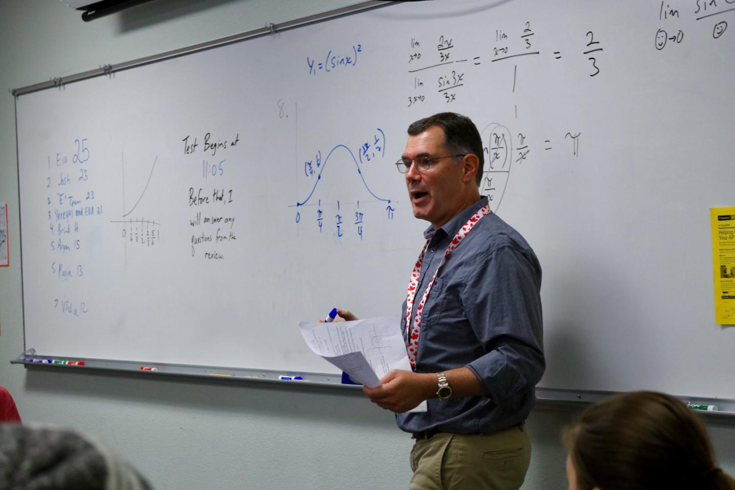 Coppell High School IB math teacher Ian Vanderschee teaches his 6th period Standard Level and Higher Level math class in preparation for a test. Recently, HL and SL courses have combined due to difficulty students were having completing their course requirements.